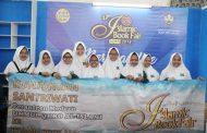 Kunjungan Santriwati Pesantren Modern Ummul Quro Al-Islami, pada Acara Islamic Book Fair